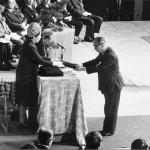 昭和52年 日本赤十字社への功労により金色有効章を受章